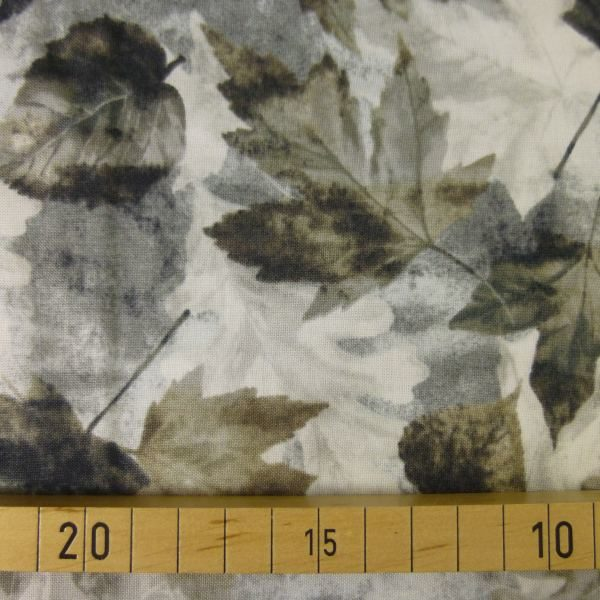 Into The Designer Den: Benartex Patchworkstoff INTO THE WOODS II Woodland Leaves